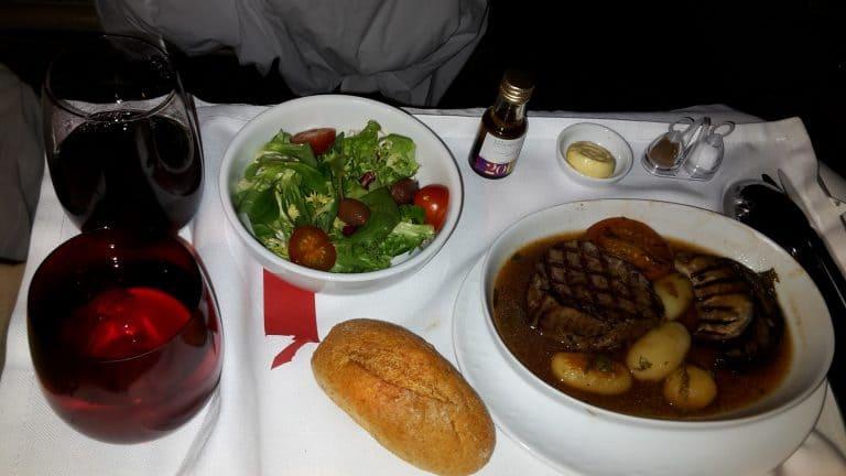 LATAM Business Class Fleisch-Mahlzeit
