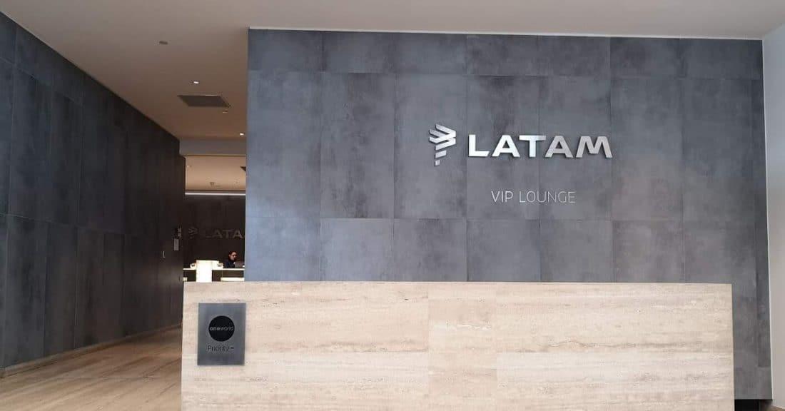 LATAM Lounge SCL Eingang Header