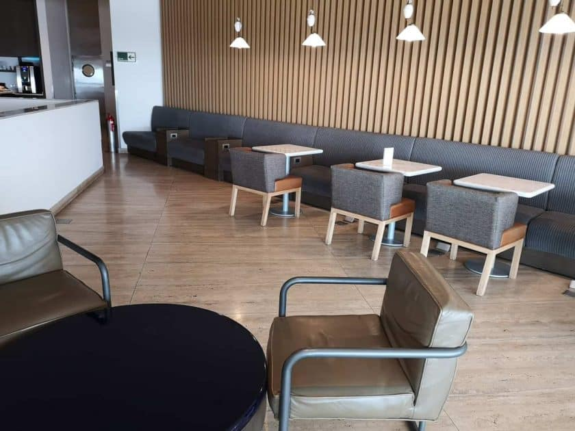 LATAM Lounge SCL Essbereich