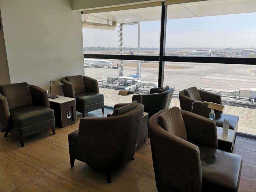 LATAM Lounge SCL Sitze Aussicht