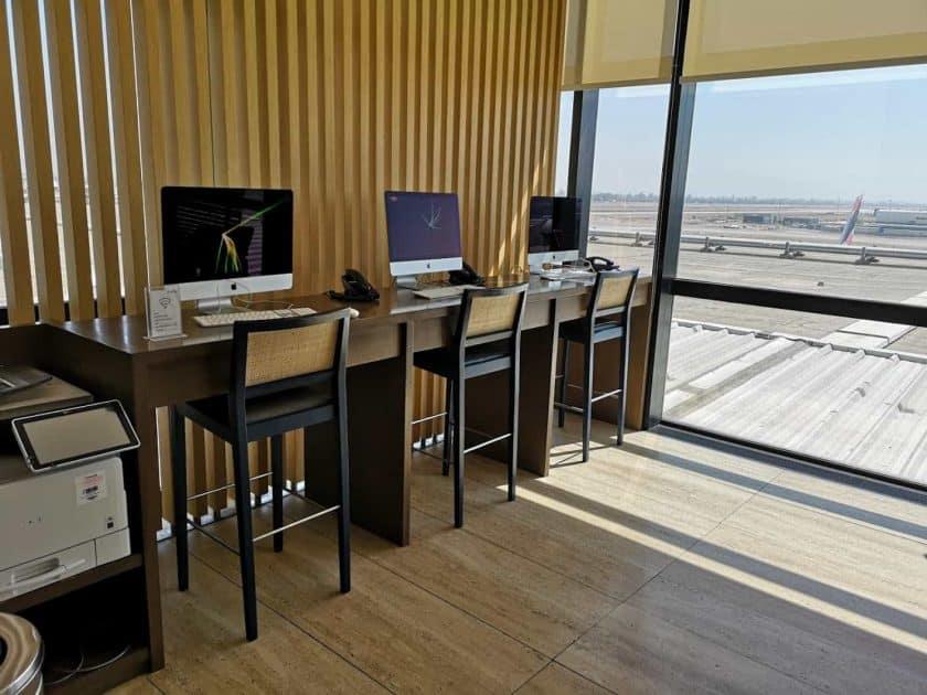 LATAM Lounge SCL iMacs Druicker