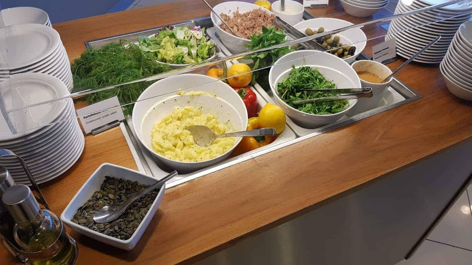 LH Lounge TXL Salat