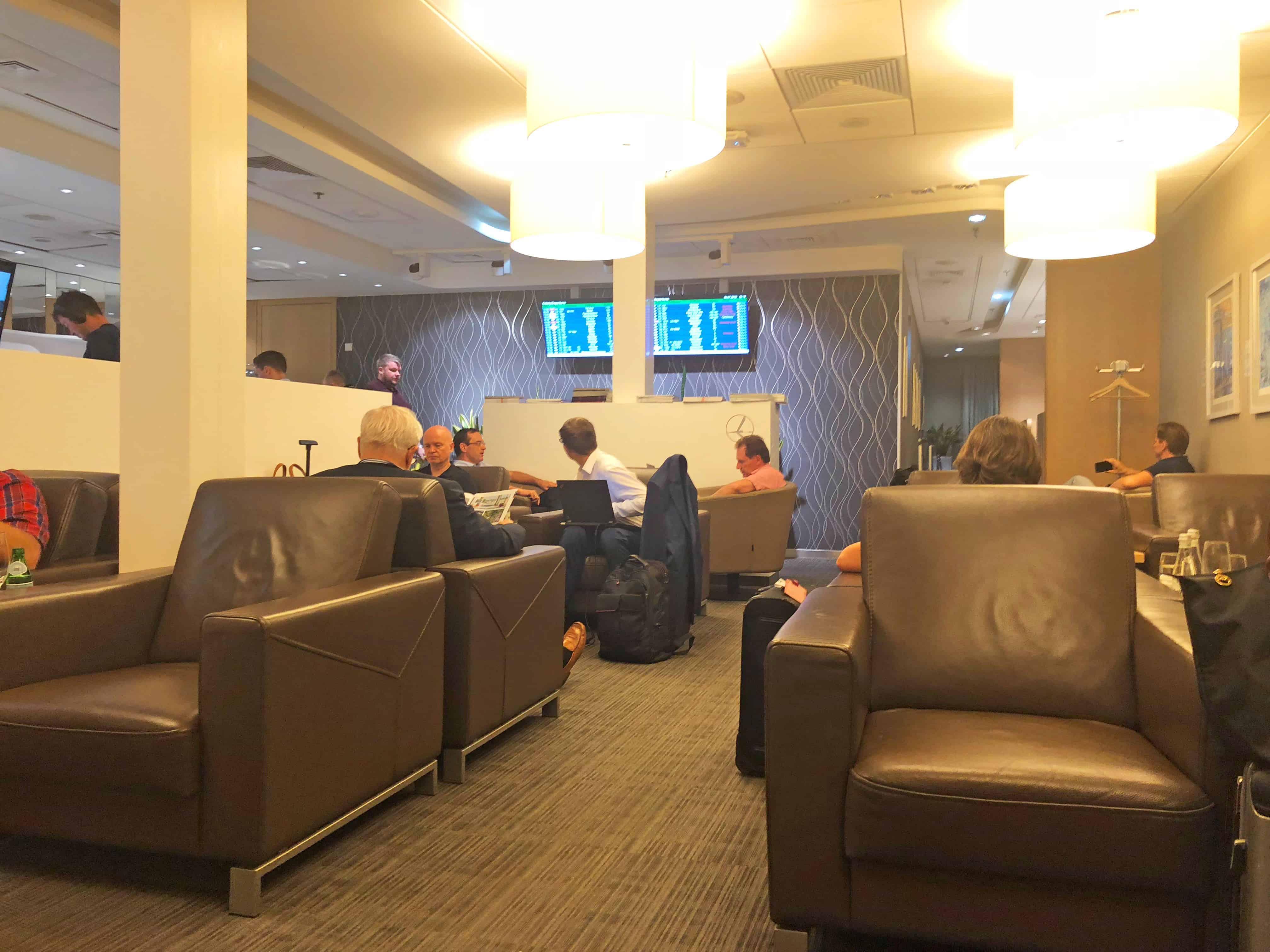 LOT Bewertung LOT Lounge Sitzbereich