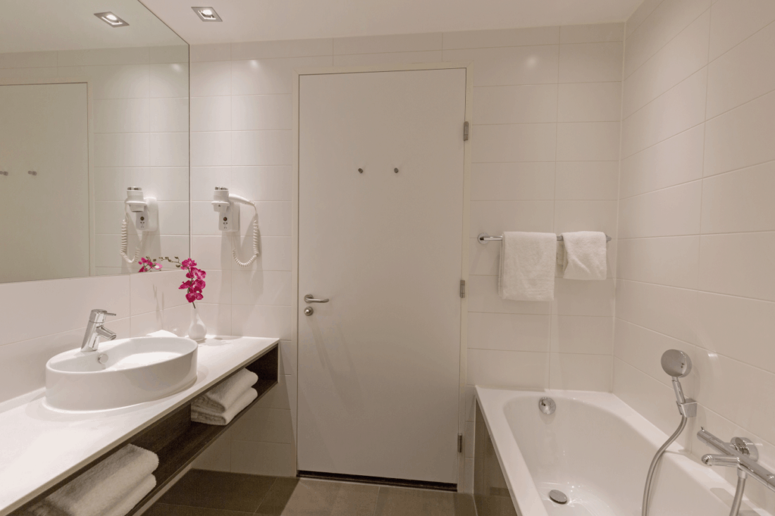 Leonardo Royal Den Haag Comfort Twin Room Badezimmer 2