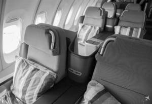 Lufthansa Business Class Sitze Graustufen