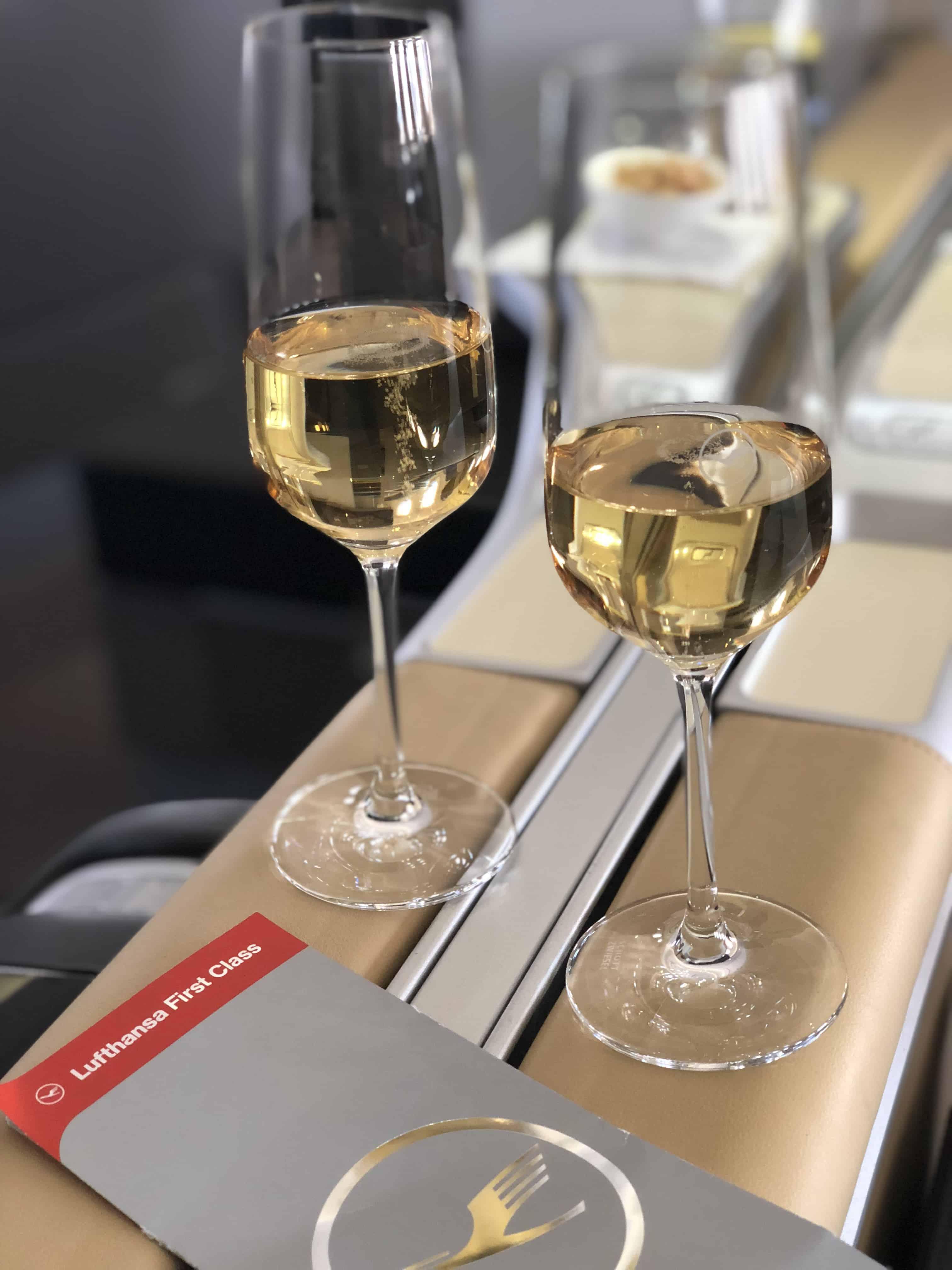 Lufthansa First Class Essen Champagner