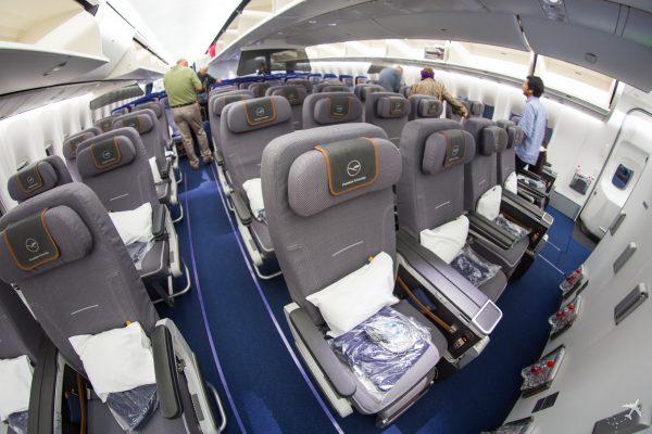 bewertung lufthansa premium economy class an bord der boeing 747 8 travel. Black Bedroom Furniture Sets. Home Design Ideas