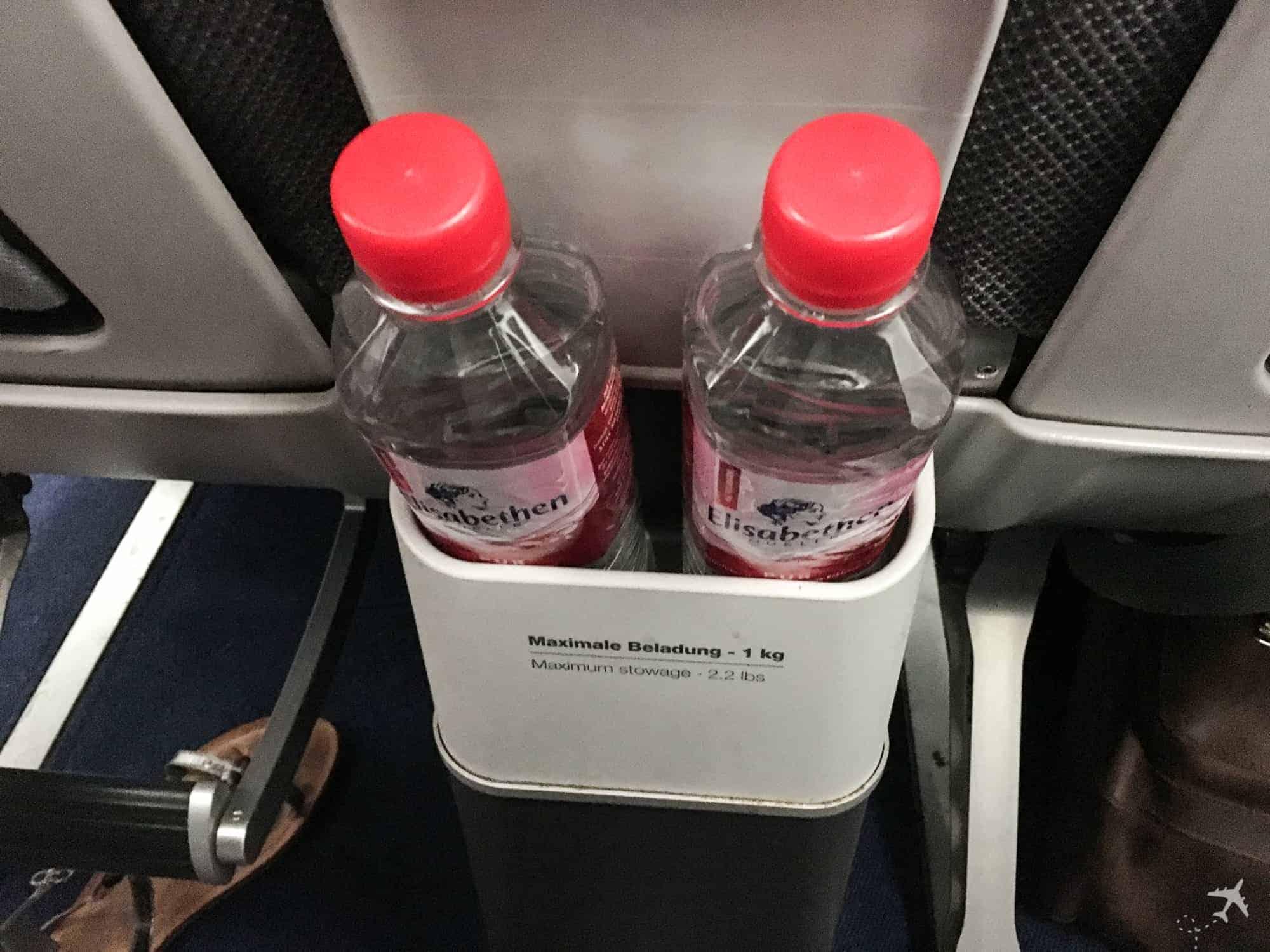 Lufthansa Premium Economy Class Wasser
