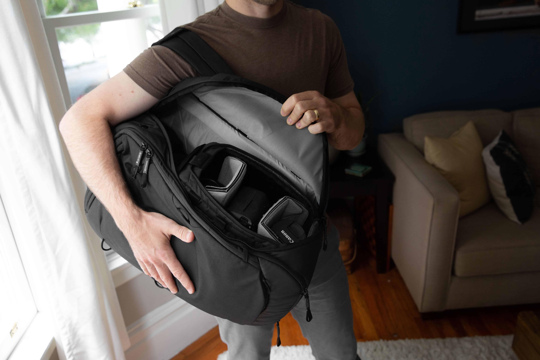Peak Design Travel Line Backpack Seite Öffnung