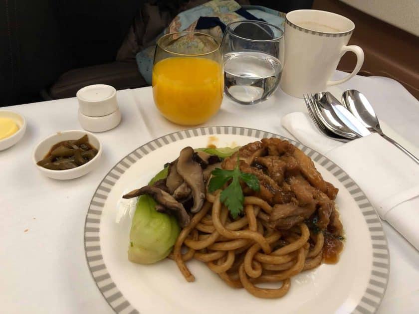 Singapore Airlines A350 Business Class Frühstück Nudeln