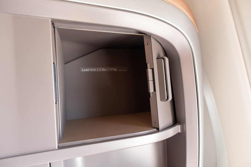 Singapore Airlines A350 Business Class Staufach