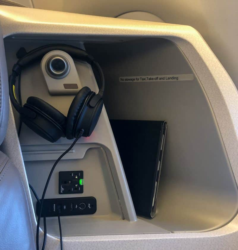 Singapore Airlines A350 Business Class Stauraum hinten