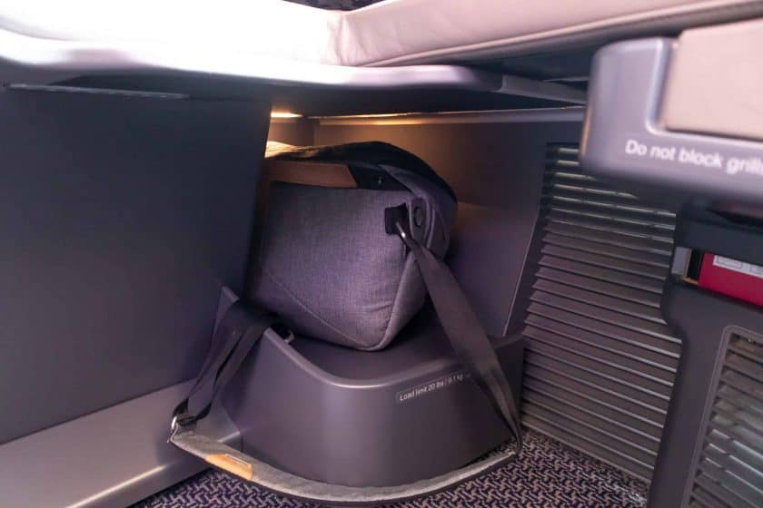 Singapore Airlines A350 Business Class Stauraum unten