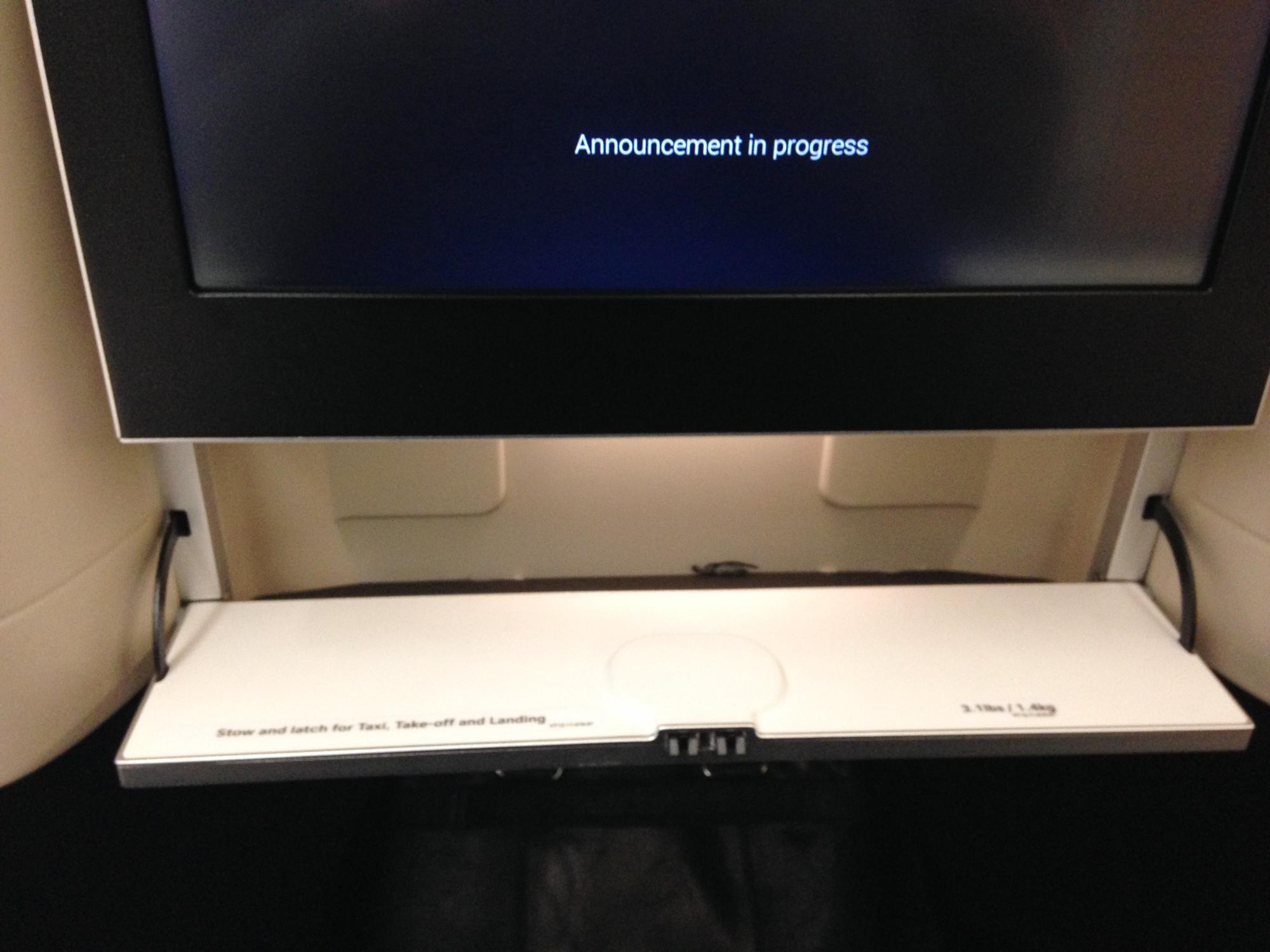 Swiss Boeing 777 Business Class Ablage Bildschirm