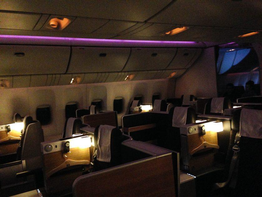 Swiss 777 Business Class Kabine Nacht