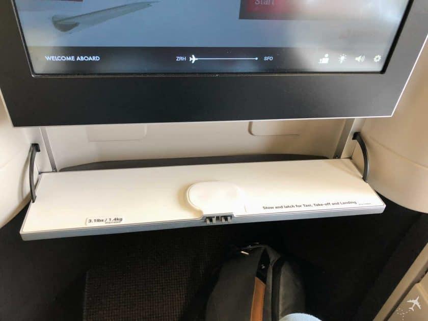 Swiss Boeing 777 Business Class Fach Bildschrim