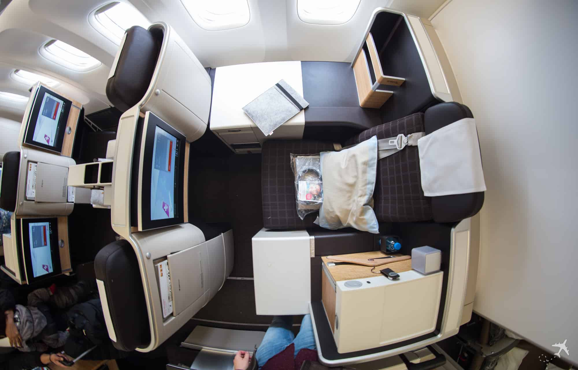 Swiss Boeing 777 Business Class Privacy Seat oben