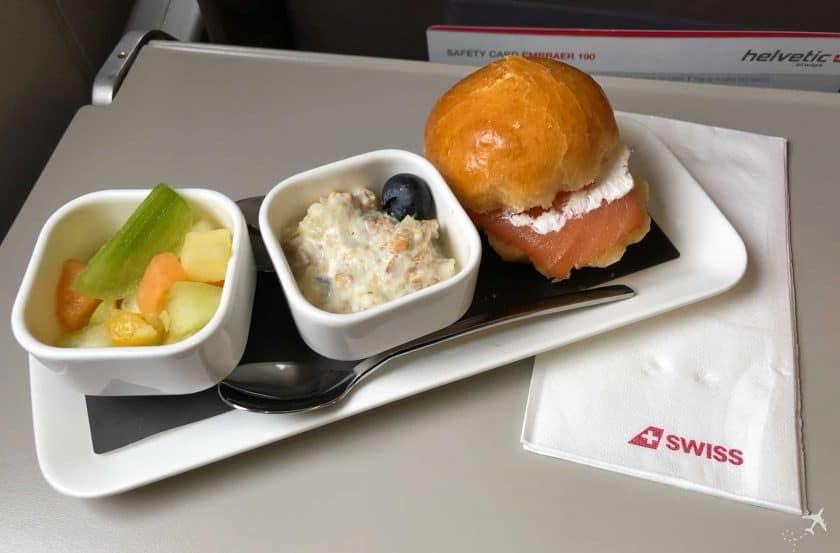 Swiss Business Class Embrear 175 Frühstück