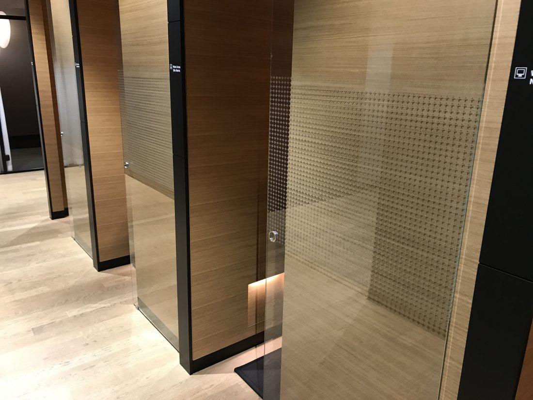 Swiss First Class Review Lounge A Gates Arbeitsbereich 2