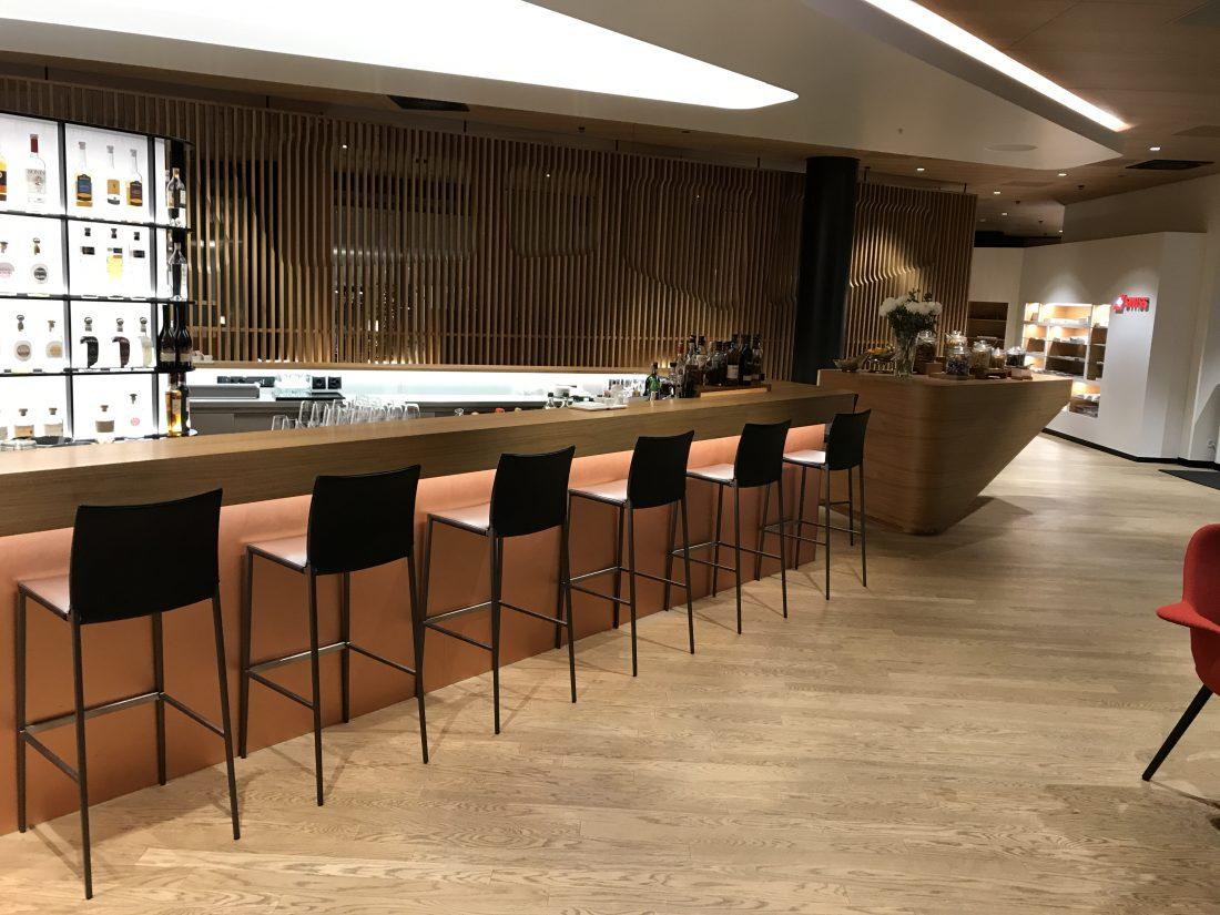 Swiss First Class Review Lounge A Gates Bar 1