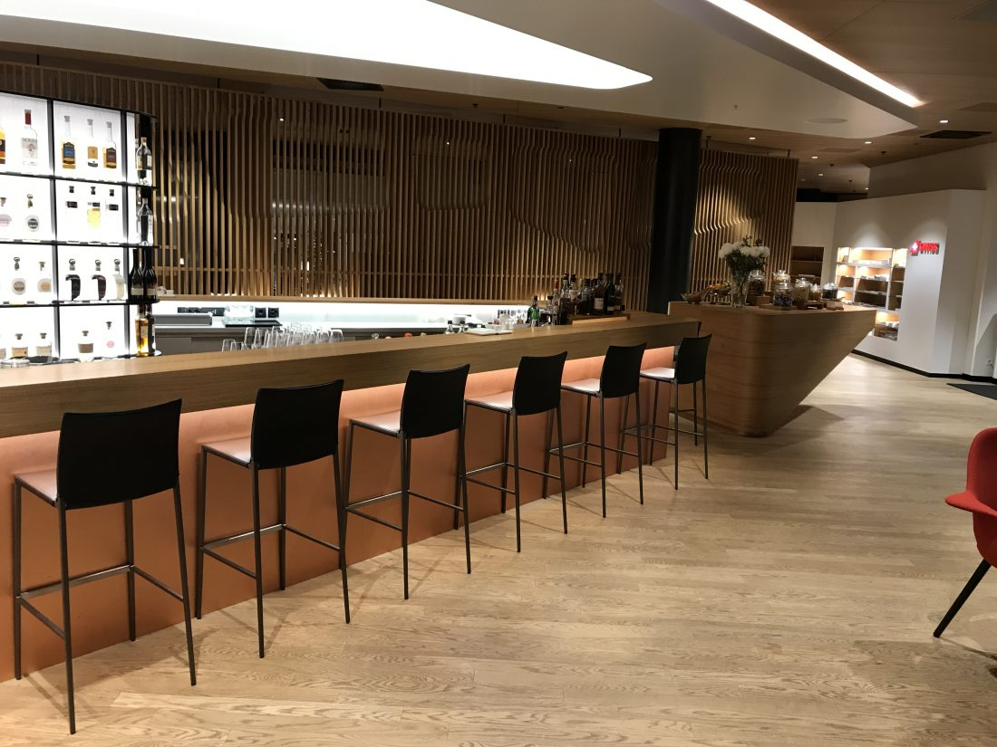 Swiss First Class Review Lounge A Gates Bar