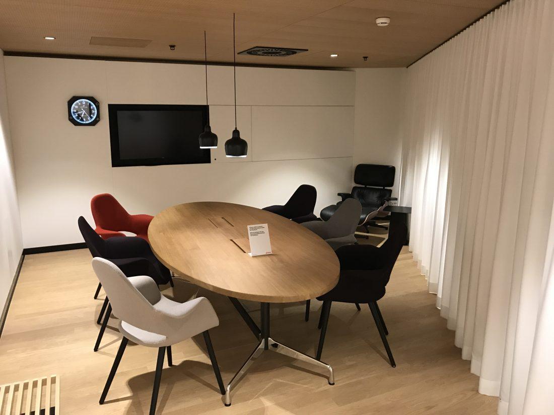Swiss First Class Review Lounge A Gates Meeting Raum