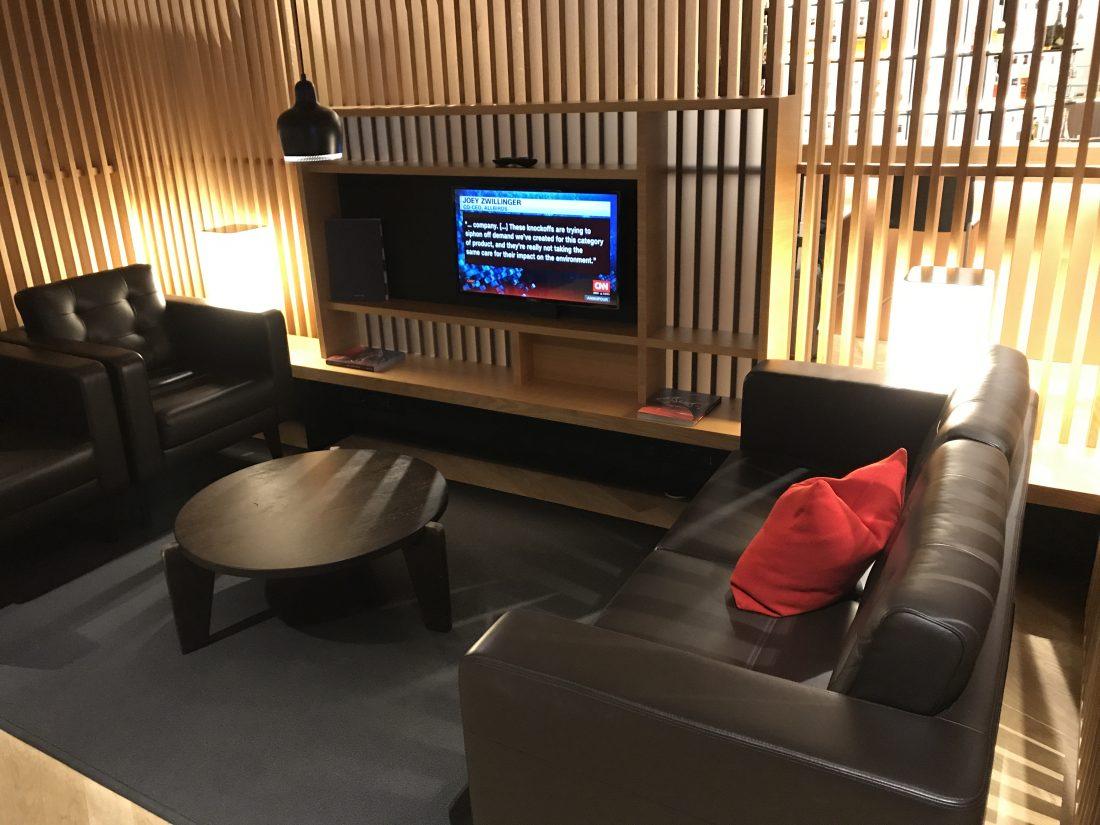 Swiss First Class Review Lounge A Gates Sitzecke