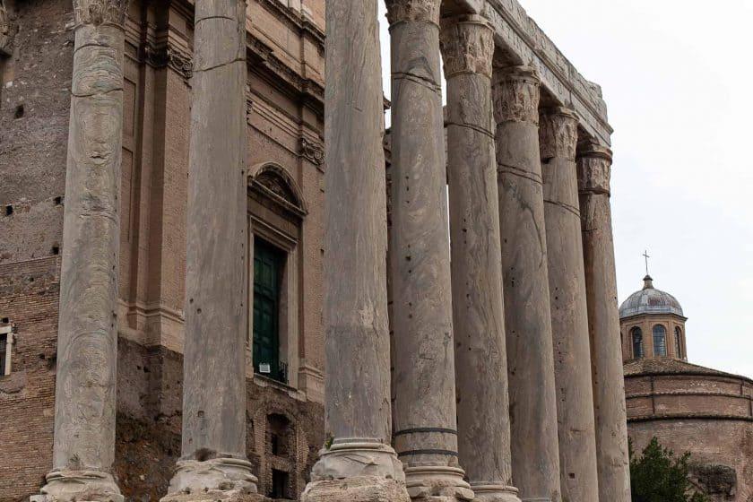 Tempel des Divus Iulius Rom 2