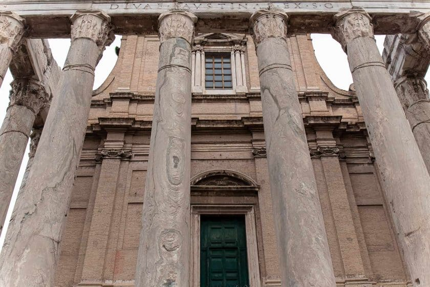 Tempel des Divus Iulius Rom