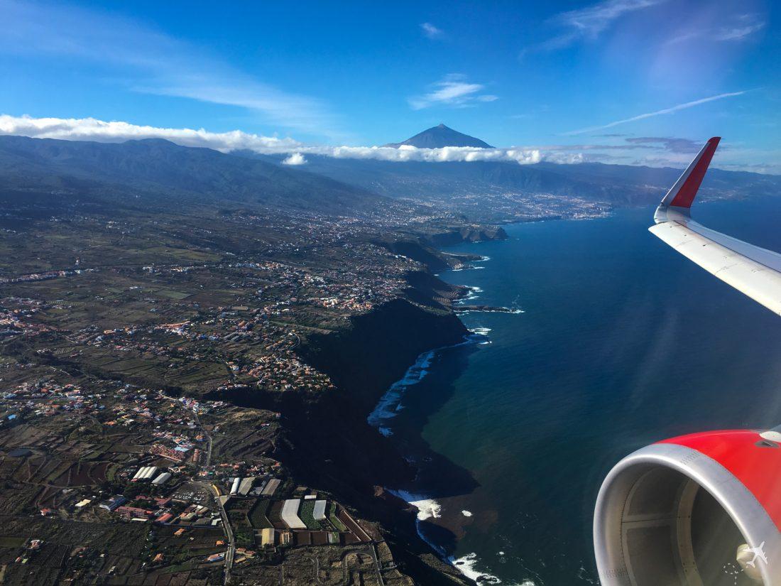 Steilküsten im Abnflug auf Teneriffa Nord
