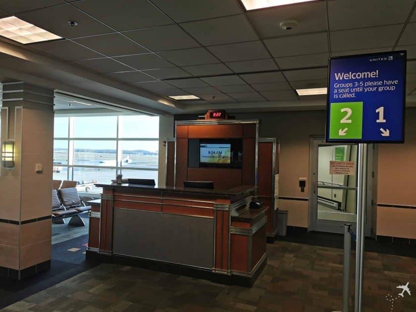 United CRJ550 MSN ORD Gate 2