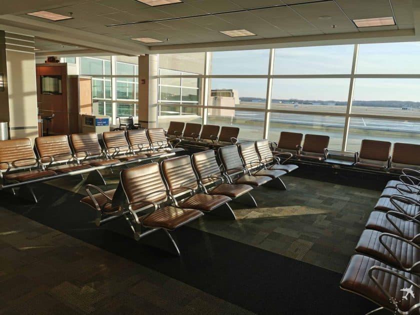 United CRJ550 MSN ORD Madison Airport