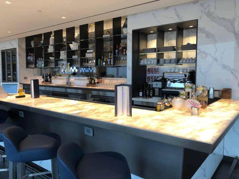 United Polaris Lounge IAH Bar