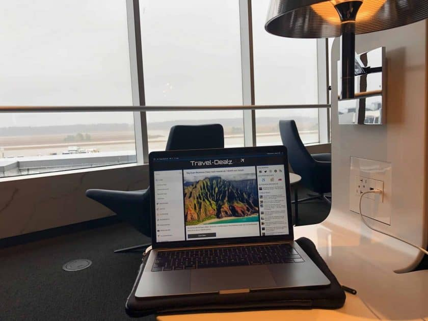 United Polaris Lounge IAH Sessel