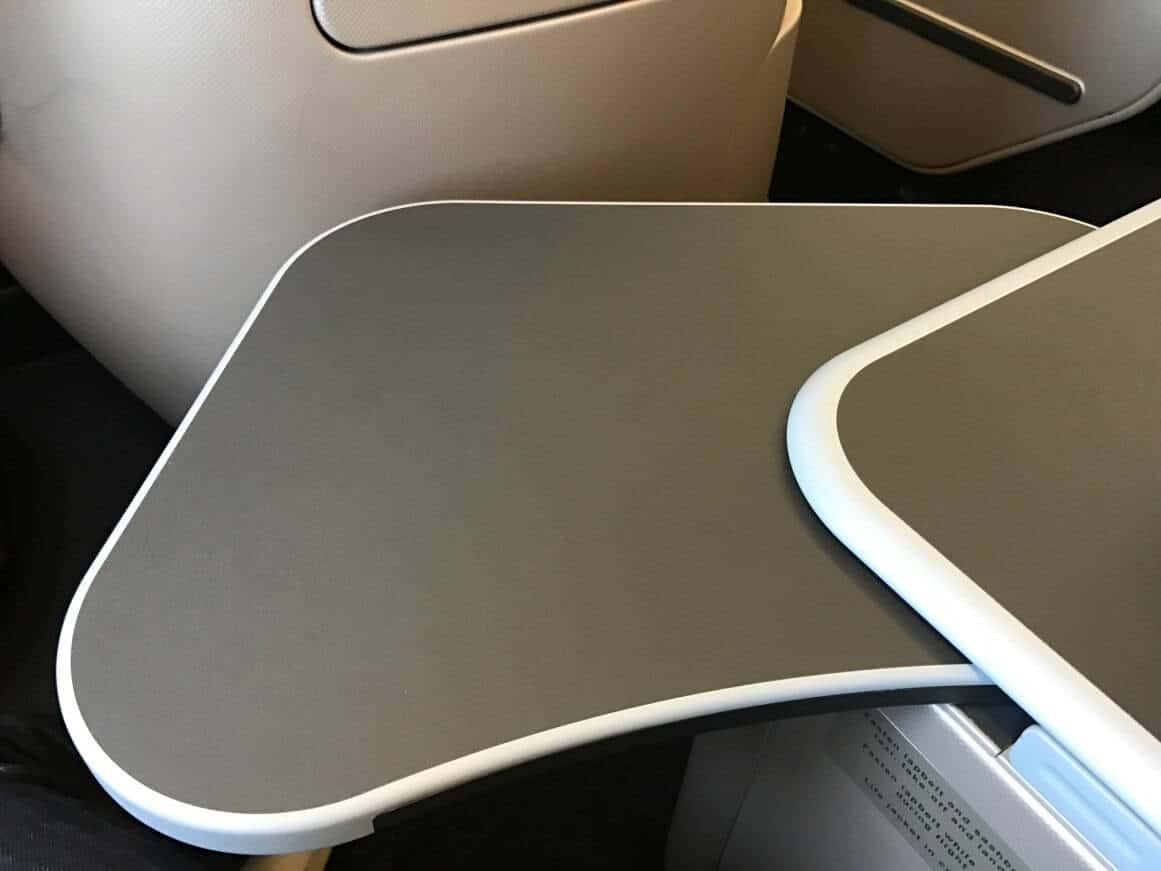 Qantas Airbus A330-200 Business Suite Tisch