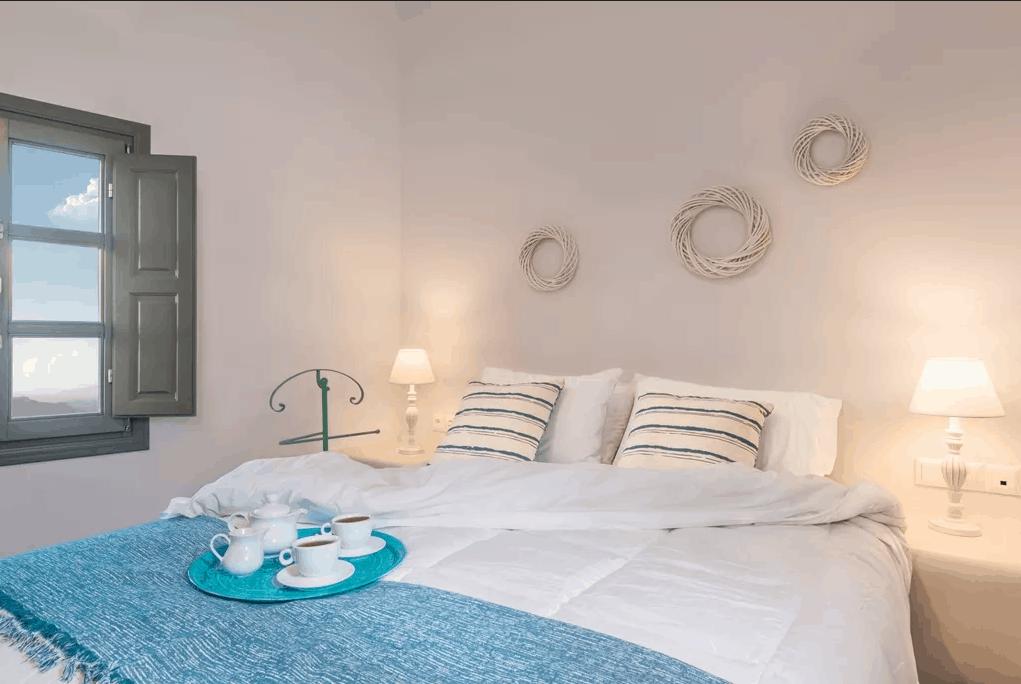 kastro mansion zeus bed