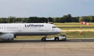 Lufthansa A321 pushback crop