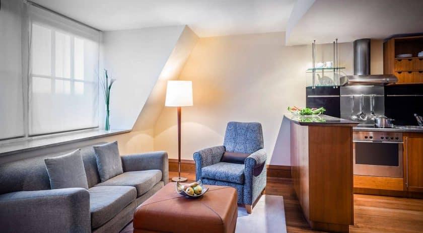 parkhyatt apartments hamburg kueche 1 1600x881