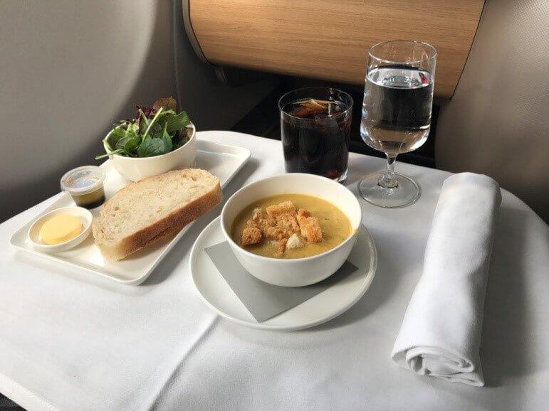 Qantas Business Suite Suppe & Salat